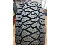 Maxxis RAZR AT811 235/75R15